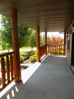 Covered porch (photo 3)
