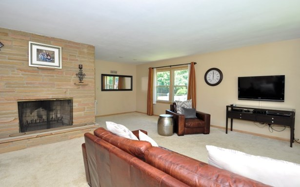 Living Rm w Natural Fireplace (photo 2)