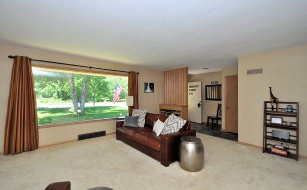 Living Room - Parkway Views (photo 5)