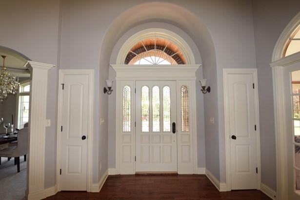Foyer/2 closets (photo 2)