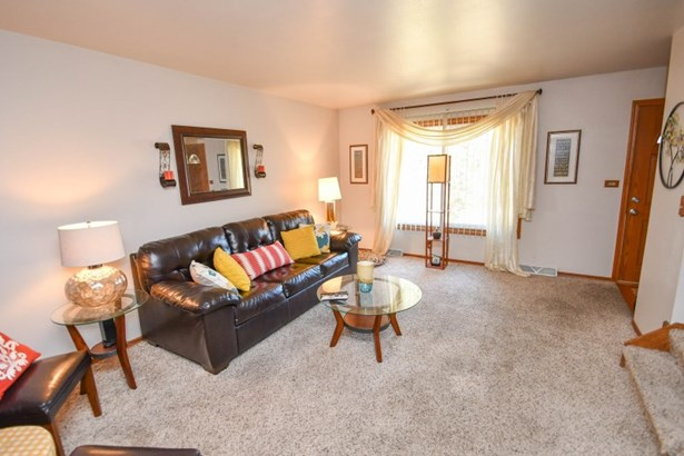 Living Room 3801 (photo 2)