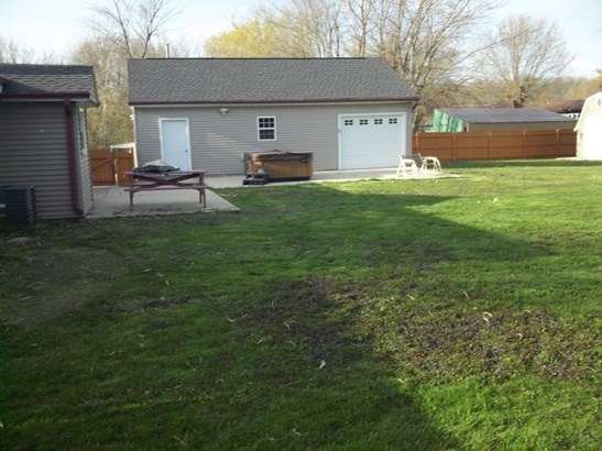 Very large backyard (photo 3)