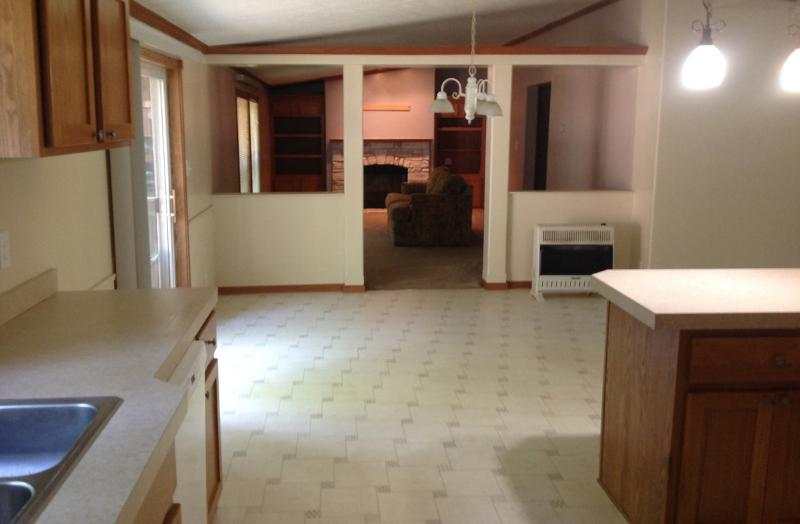 Kitchen into dining area (photo 5)