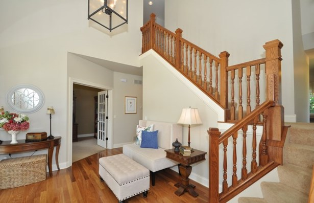 Foyer with Open Staircase (photo 2)