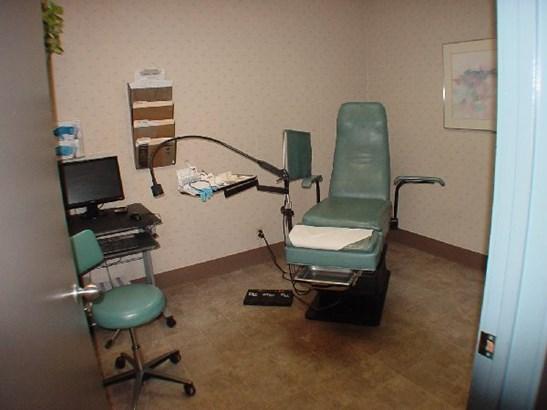Exam room (photo 5)