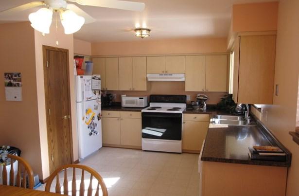 Updated Kitchen & appliances (photo 2)
