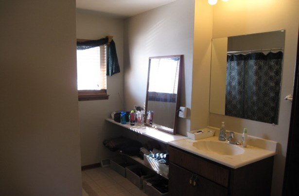 Full Bathroom (photo 3)