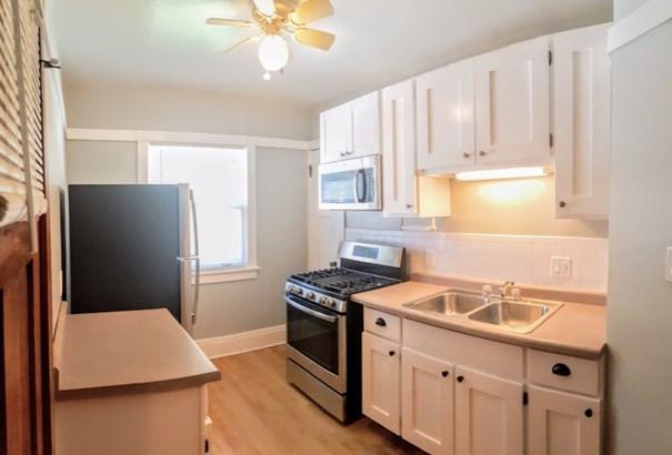 Unit 3 Kitchen (photo 2)