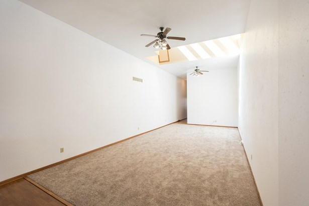 Upper Apt Living Room (photo 4)
