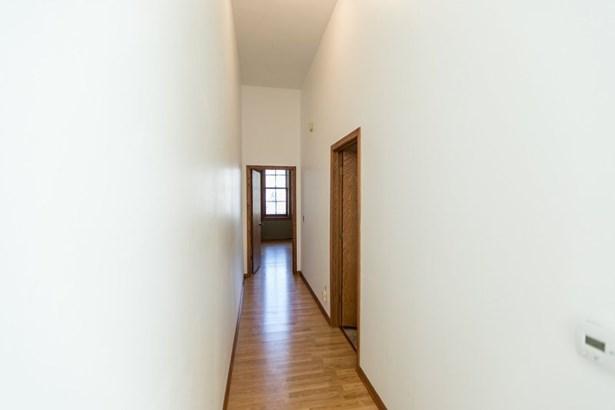 Upper Hallway (photo 5)