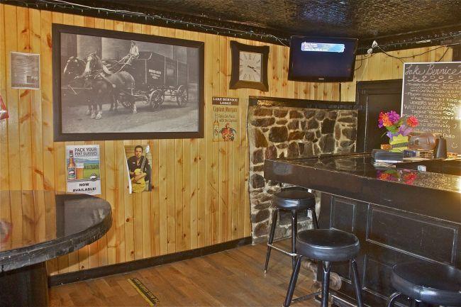 Inside bar (photo 5)