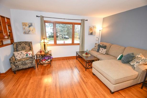 Living Room with Hardwood Flrs (photo 2)