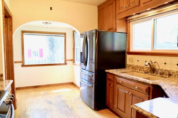 Kitchen w/ Breakfast Nook (photo 3)