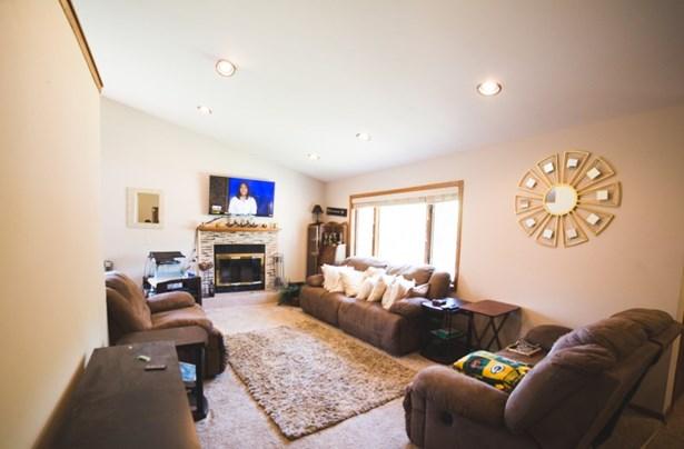 Living room, new can lighting! (photo 3)