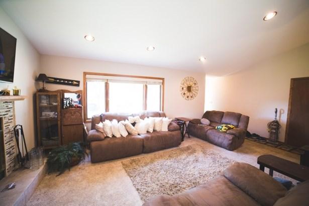 Comfortable living room (photo 4)
