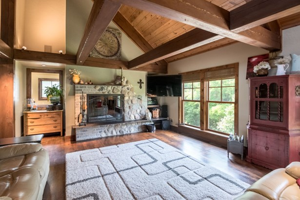 2nd Floor Living Room (photo 1)