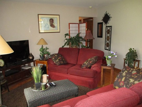 Hardwood Floors in all Rooms (photo 4)