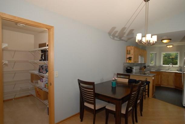 Huge pantry off dinette (photo 5)