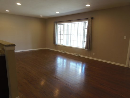 Living Rm Hardwood Floors (photo 4)
