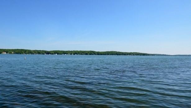 Pewaukee Lake (photo 2)