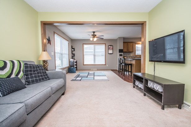 Open concept Living Room (photo 3)