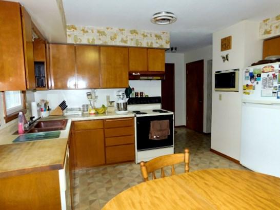 Eat-In Kitchen (photo 2)