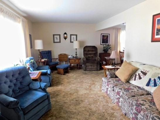 Plus Sized Living Room (photo 4)