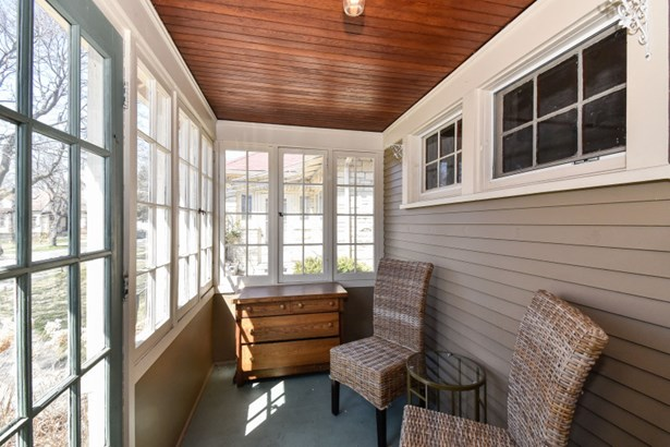 Sunroom (photo 2)