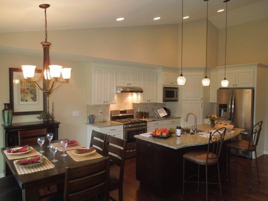 Kitchen & Dinette (photo 3)