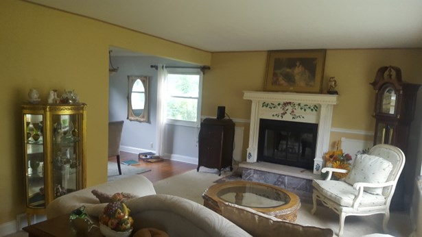 Front living room (photo 5)