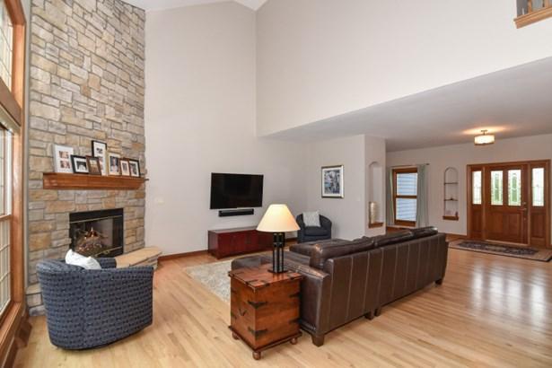 LIVING ROOM HDWOOD FLOORS (photo 3)