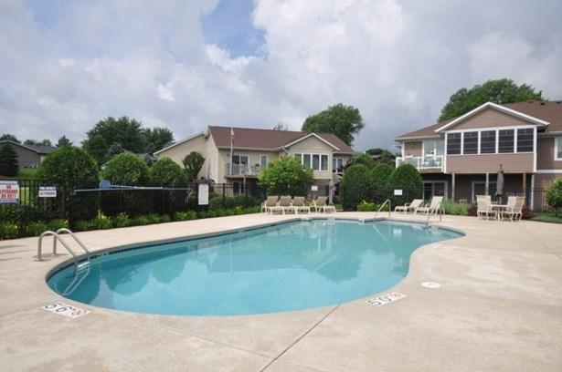 Pool (photo 5)
