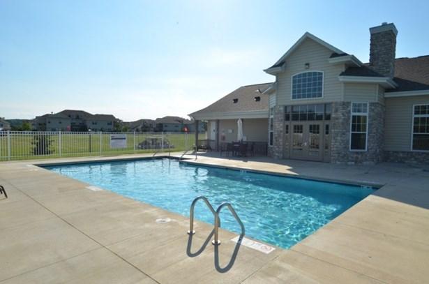 Pool and Hot Tub (photo 3)