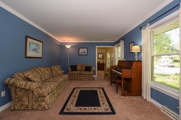 Lovely Living Room (photo 2)