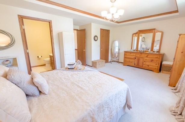 inviting master suite (photo 4)