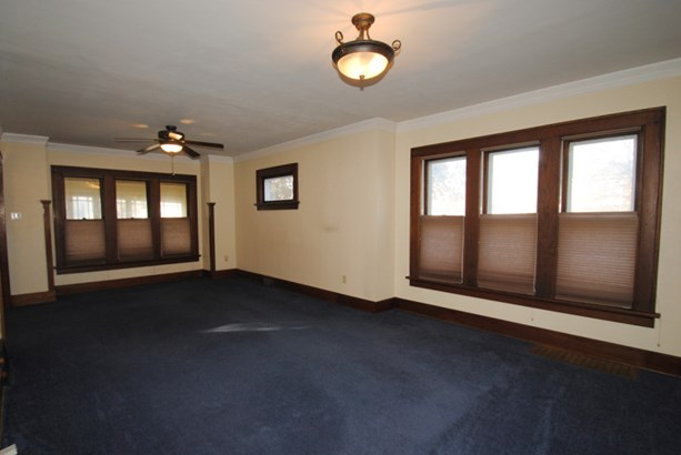 Living Area (photo 5)