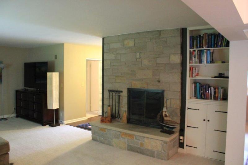 Living Room w/BIBC'S (photo 3)