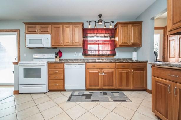 Custom Kitchen (photo 2)