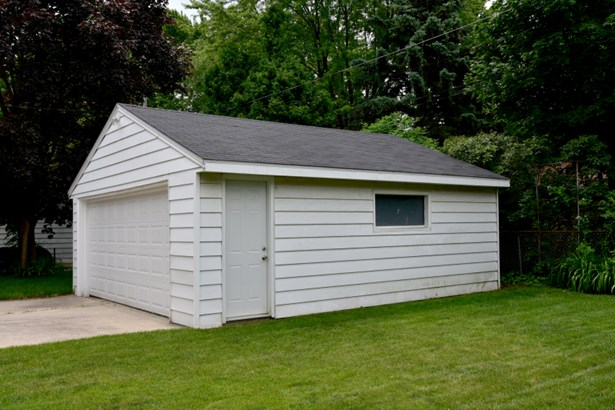Garage (photo 3)