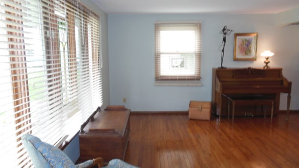 Formal Living Room (photo 5)