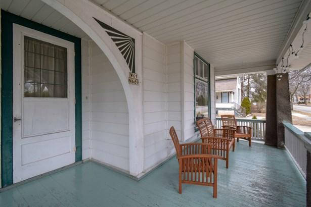Fantastic Front Porch (photo 2)