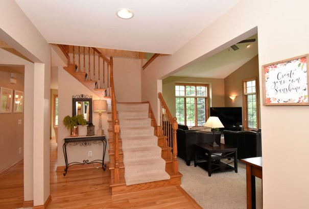 Semi 2-Story Foyer Entry (photo 4)