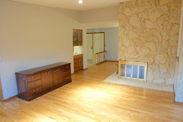 Living room (photo 3)