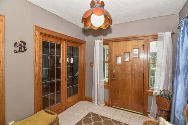 Front Entryway (photo 4)