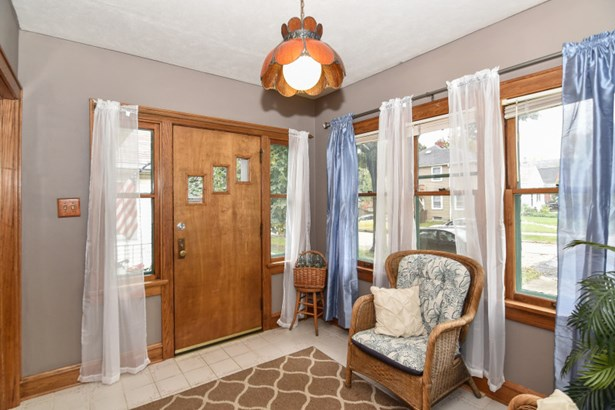 Front Entryway (photo 5)