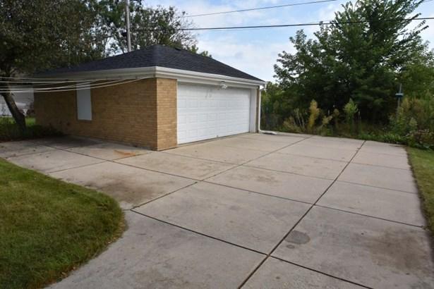 2.5 Car Det. Garage W/parking (photo 2)