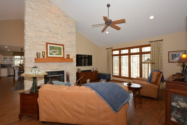 Great Room w/ Expansive Window (photo 2)