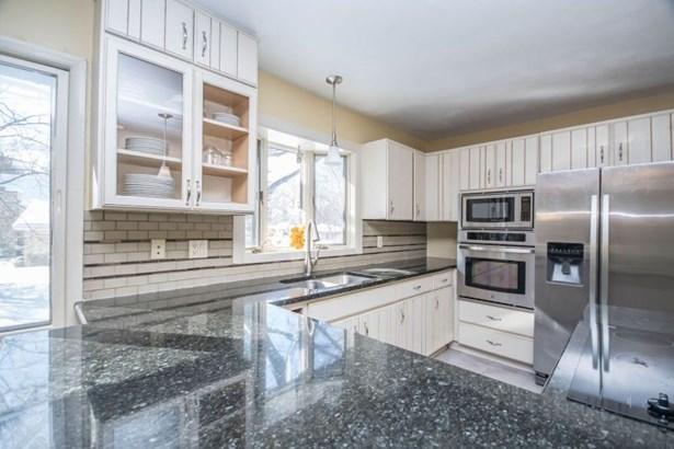 Kitchen with Breakfast Bar (photo 2)