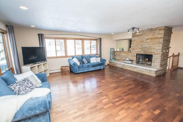 Huge Living Room (photo 3)