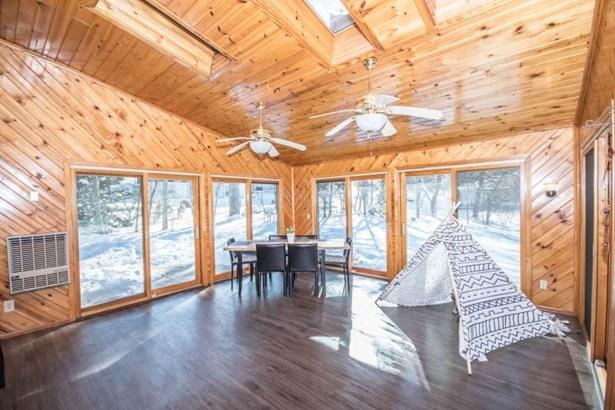4 Seasons Room with Skylights (photo 5)